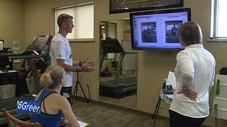 Bellin Run participants use technology to diagnose issues before the race