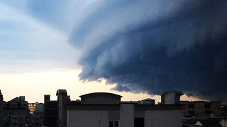 Giant Shelf Cloud Looms Over Southern New Jersey - Video