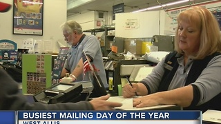 Long lines form on busiest mailing day of year - Video