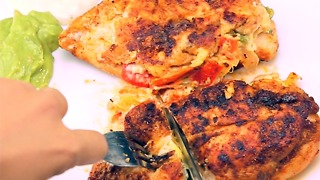 An easy fajita-stuffed chicken recipe that'll make guests drool - Video