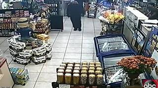 Detectives need help identifying two armed robbers in Clearwater - Video