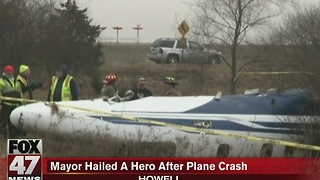 Mayor hailed a hero after plane crash in Howell - Video