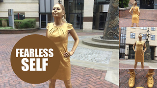 Woman bags a job by turning herself into 'Fearless Girl statue - Video