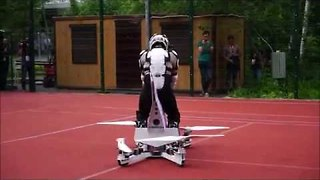 Pilot Tests Hoverbike for Enthusiastic Crowd - Video