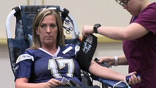 Fans, players connect at annual Chargers Blood Drive - Video