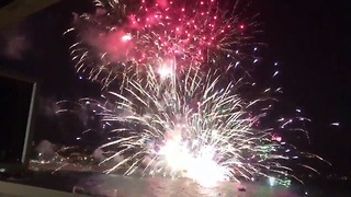 Crowd Evacuated from Terrigal Beach After Fireworks Barge Explodes - Video