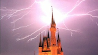 Lightning strikes Cinderella's Castle at Disney World - Video