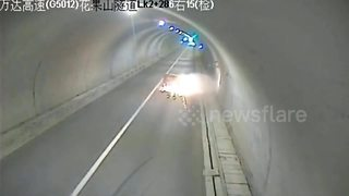 Dramatic moment minibus flips in tunnel - Video