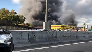 Huge market fire breaks out in Moscow, Russia - Video