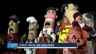 Coldest Halloween in 20 years didn't stop trick-or-treaters - Video