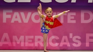 4-year-old girl dazzles crowd with Wonder Woman dance routine - Video
