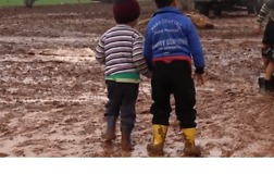 'Inhumane Conditions' Reported at Flooded, Muddy Camp for Displaced People in Idlib - Video