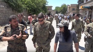US Commander Visits Manbij, Pledges 'Strong Support' - Video