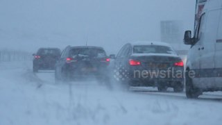 Commuters battle snow on Northern Ireland's Glenshane Pass - Video