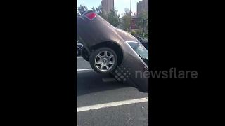 Sinkhole swallows Rolls-Royce in China - Video