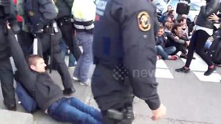 Police drag protesters along ground - Video