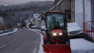Weather warning as heavy snow hits Scottish Highlands - Video