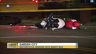 Motorcycle slams into SMART bus in Garden City