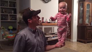 4-month-old baby shows off amazing balancing skills - Video
