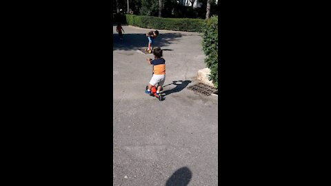 Jano He plays with the scooter like a pro