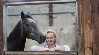 Opera singer turned racehorse trainer who believes singing to her horses is key to success - Video