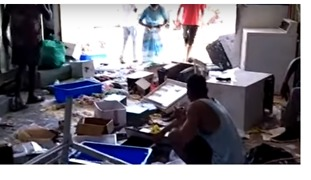 PNG Authorities Trash Manus Island Detention Centre, Refugees Say - Video