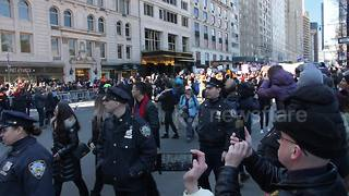 Mayor de Blasio takes part in March for Our Lives rally in NYC - Video
