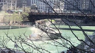 Boat on the Chicago River Catches Fire - Video