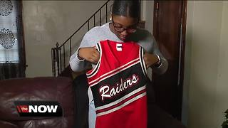 High school cheerleader claims coaches fat-shamed her over uniform - Video