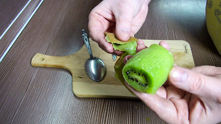 Top 5 Food Life Hacks: How To Peel a Kiwi - Video