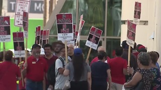 Culinary Union picketing The D, Westgate hotel-casinos - Video