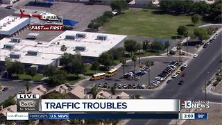 Traffic troubles on first day of school - Video