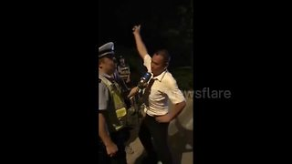 Driver dances while doing breathalyser test - Video