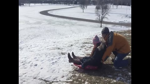 Dad Shows off his Sledding Moves