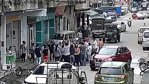 Quick-thinking passersby rescue 3-wheeler driver squashed under rebar in China's Foshan