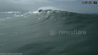 Astonishing footage of a Portuguese surfer wiping out - Video