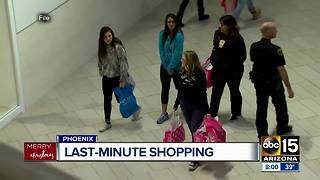 Last-minute shoppers cramming for Christmas - Video