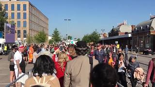 This is what the queue looks like at Slough station this morning - Video