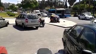 Man wrestles escaped bull to floor in Malaga - Video