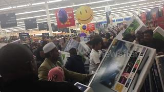 Shoppers flock to Dallas Walmart on Black Friday - Video