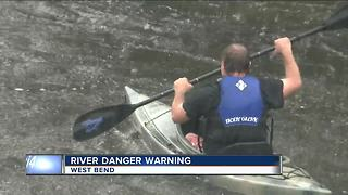 Police urge kayakers to stay off Milwaukee River - Video