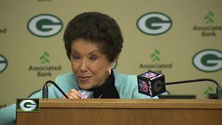 Bart and Cherry Starr make donation to Packers Hall of Fame - Video