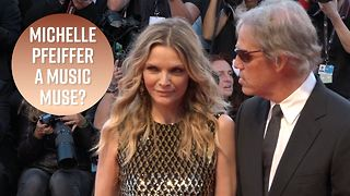 Michelle Pfeiffer embarrassed by Uptown Funk lyrics - Video