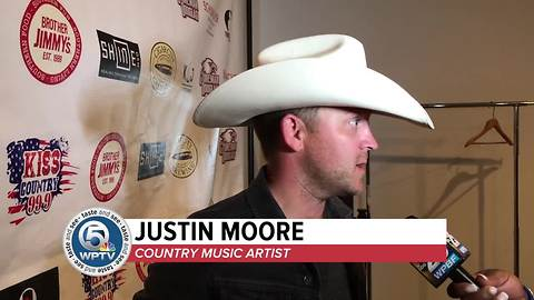 Justin Moore plays concert in boca for MSD victims