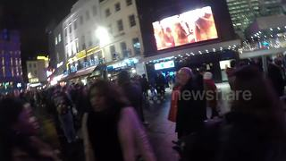 Huge queue in Leicester Square, London to see new Star Wars film - Video
