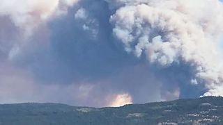 British Columbia Wildfire Forces Evacuation of Over 1,000 People - Video