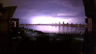 Lightning storm over the Thames - Video