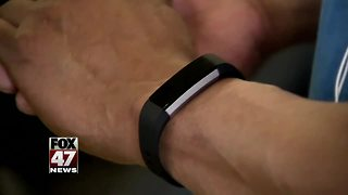 Sleep data from fitness trackers help with health - Video