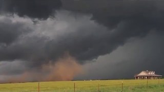 Gustnado Comes Perilously Close to Oklahoma House - Video