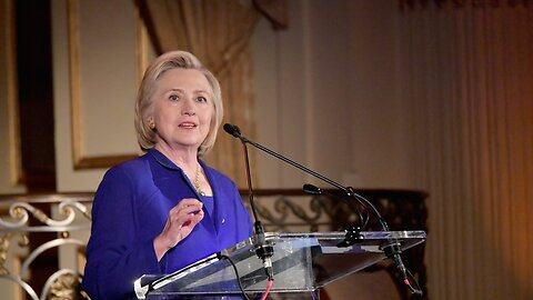 Clinton Says Russia Is 'Grooming' A Democrat For A Third-Party Run